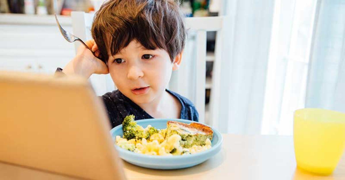 Το παιδί μου τρώει μόνο μπροστά στην οθόνη. Τι να κάνω;