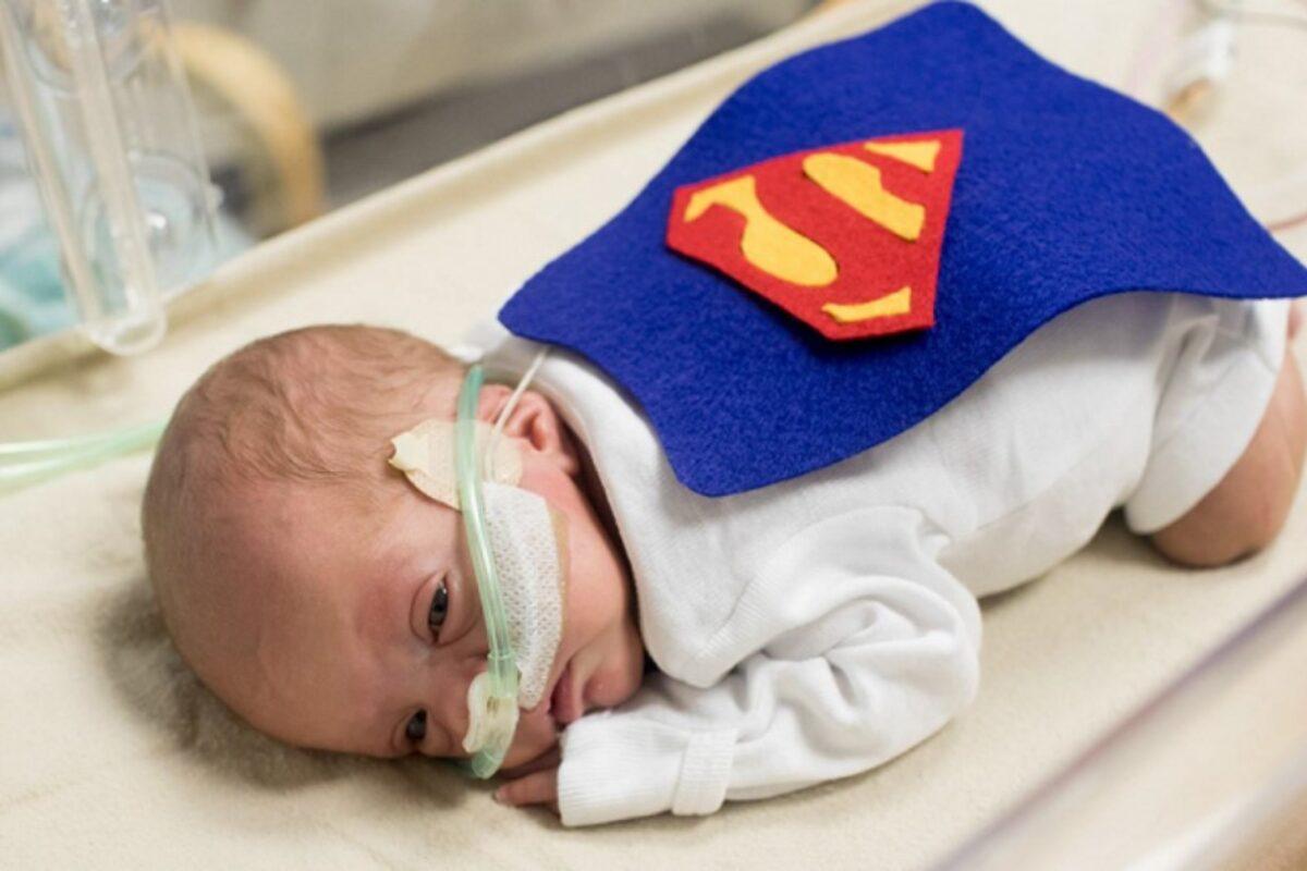 Μαιευτήριο Ντύνει Τα Πρόωρα Μωρά Με Στολές Υπερηρώων Για Να Δείξει Στους Γονείς Την Τεράστια Δύναμη Των Παιδιών Τους
