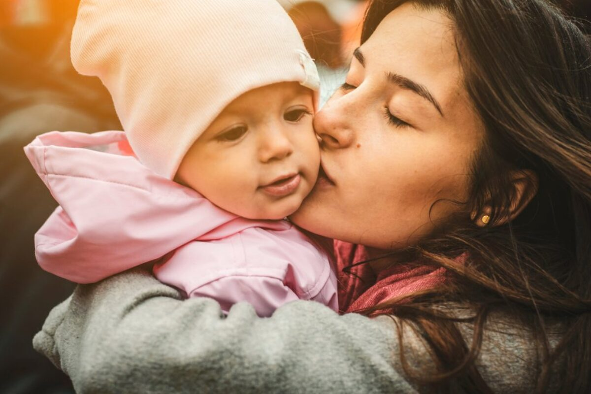 Τα μωρά δεν κακομαθαίνουν αν τα παίρνουμε αγκαλιά!