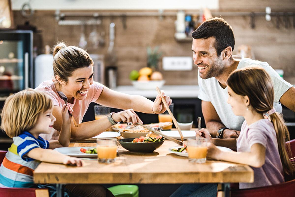 Η σημασία του να τρώει μαζί όλη η οικογένεια για ένα παιδί